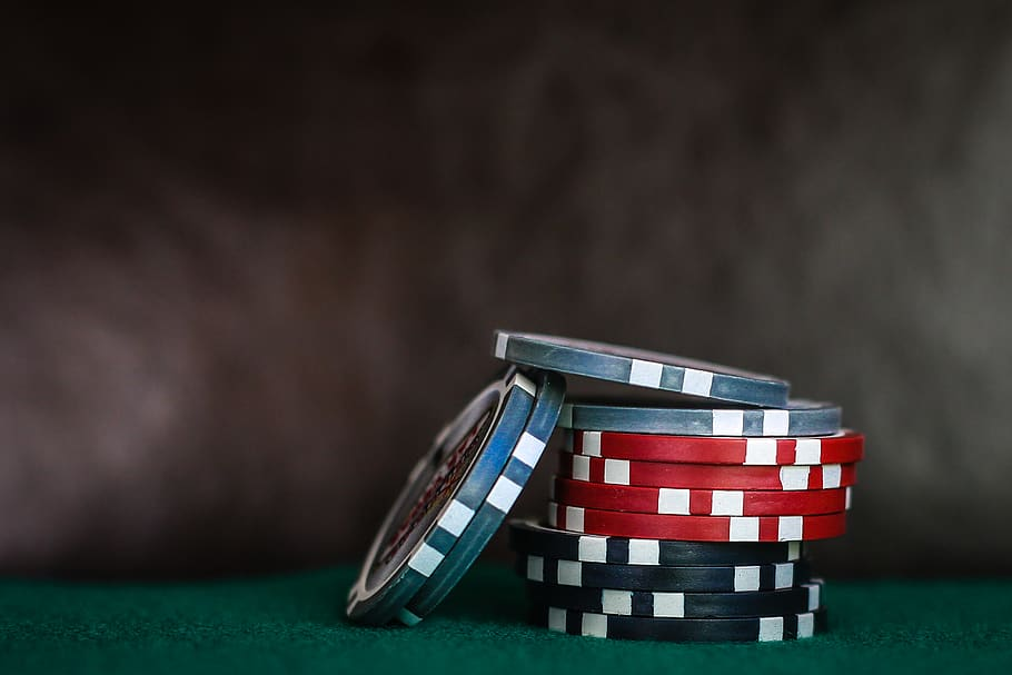 selective-focus-photo-of-poker-chips.jpg